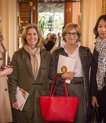 de G à D - Mme  Meyer Firmenich - Mme Firmenich - Vicky Schaerer- Yumicko