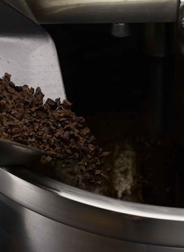 5. broyage et affinage - ORFEVE Manufacture Suisse de Cacao et Chocolat - photo diode SA Denis Hayoun_3