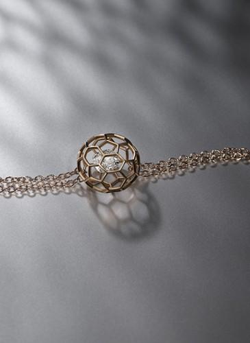 1. DIAMONDI_lifestyle2_bracelet_Or5n_HD