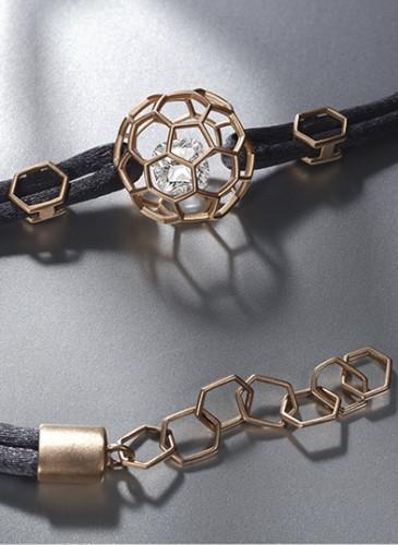 2.DIAMONDI_lifestyle3_bracelet_or5n_sablé_HD