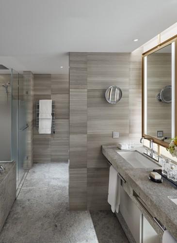 MandarinOrientalGeneva_Royal-Penthouse_Adjoining rooftop-junior-suite-bathroom
