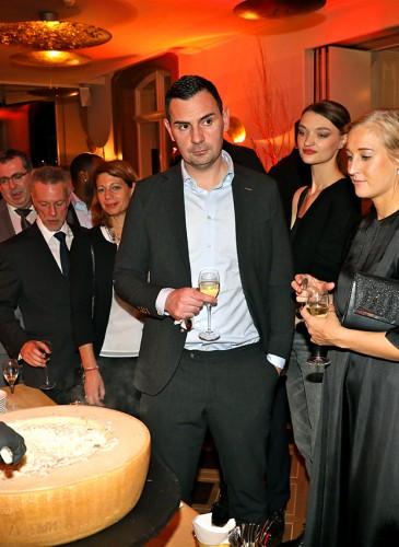 Cocktail Gastronomique et invités L.RAPHAEL
