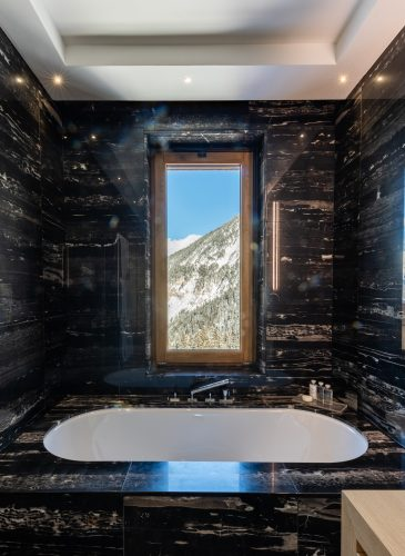 Ultima Courchevel - Bathroom with Moutains View
